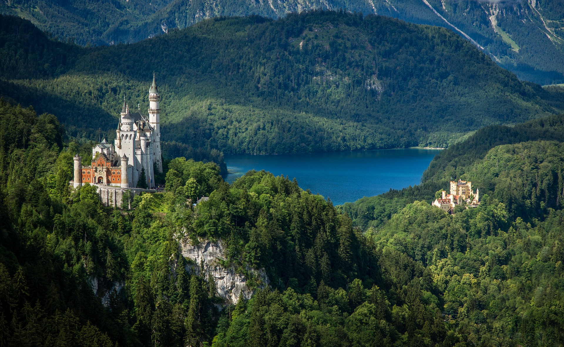 The 10 Most Beautiful Castles in the World: Castles on the hills of Germany
